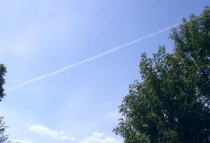 ベランダから見えた ひこうき雲